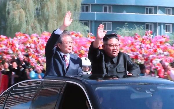 Image result for 김정은 문재인 벤츠 퍼레이드